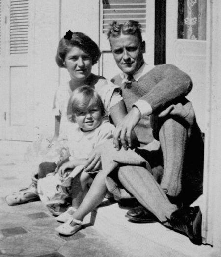 F. Scott Fitzgerald amerikai író és felesége, Zelda lányukkal, Frances Scott Fitzgeralddal