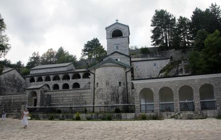 A cetinjei kolostor épülete Montenegróban 2014. augusztus 2-án (Fotó: Mészáros Márton)