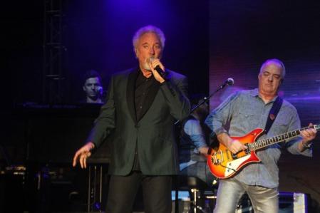 Tom Jones világhírű walesi énekes ingyenes koncertet ad a győri nyári fesztivál zárónapján, 2014. augusztus 23-án (Fotó: Mészáros Márton)